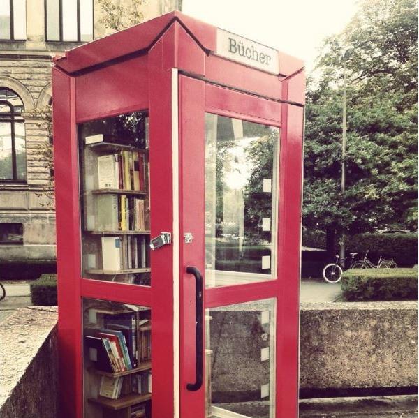 Öffentliches Bücherregal in Braunschweig by TOC