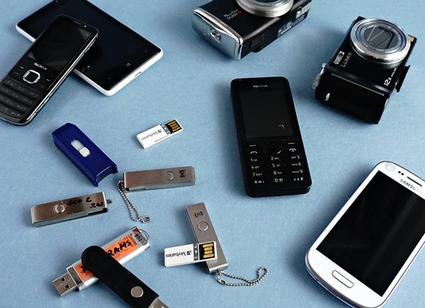 USB Sticks und Handys by TOC