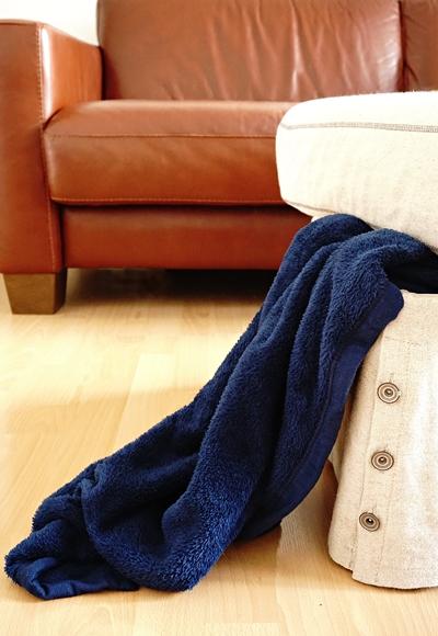 Hocker als Sofaerweiterung mit Stauraum by TOC