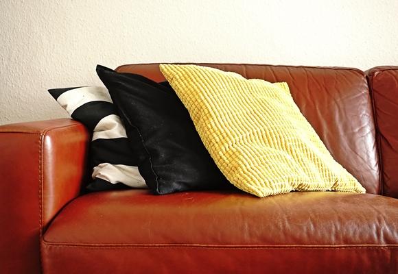 gelbes Sofakissen Kissenbezüge als Dekoelemente einfach zum Austauschen by TOC